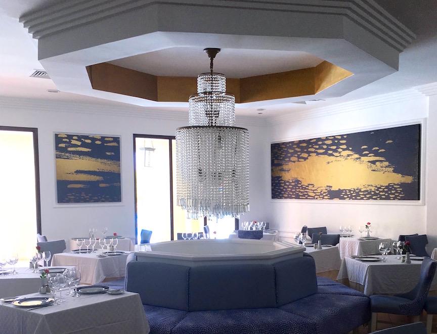 12. Le lustre spectaculaire du restaurant Gourmet