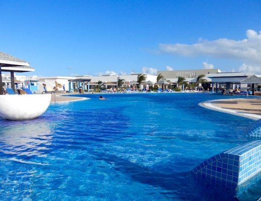 La superbe piscine infnie