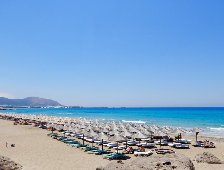13. La longue plage de Falassarna aur laquelle on peut louer une chaise pour 4 euros la journée