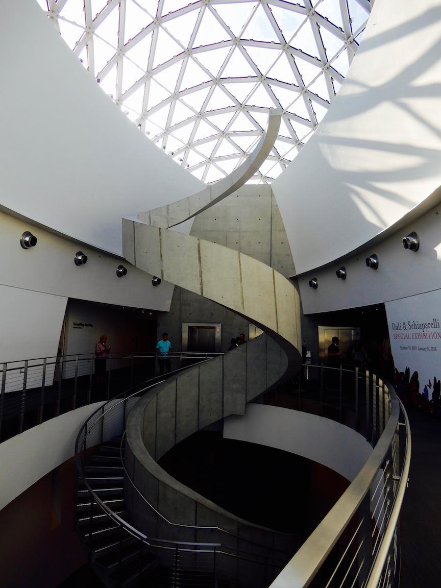 escalier musée dali