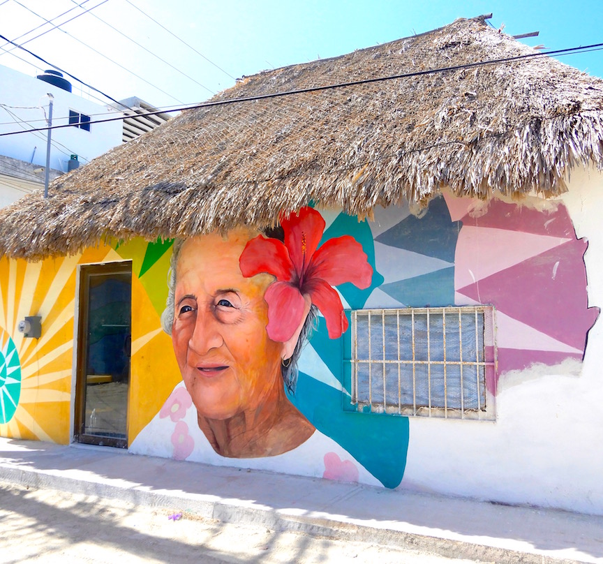 La ville est parsemée de jolies murales