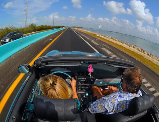 En décapotable sur la route. Crédit: Andy Newman/Florida Keys News Bureau