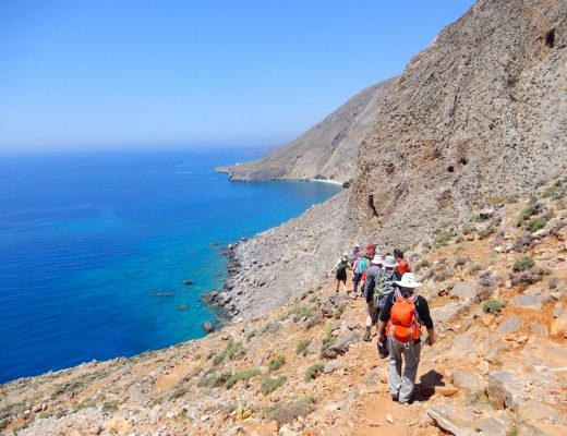 Photo 17. Marcher le long des falaises et de la mer de Lybie